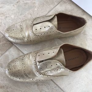 Cute gold Madden girl loafers 9.5